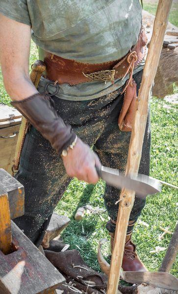 como hacer un arco de madera y flechas casero