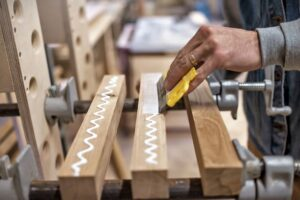 como pegar madera