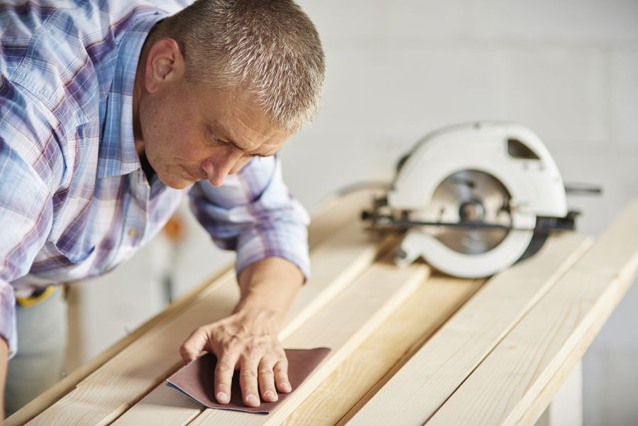como lijar madera a mano