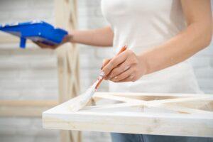 como pintar muebles de madera en blanco envejecido