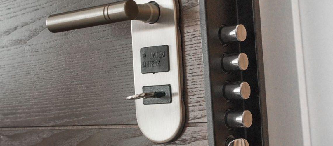 cambiar pomo puerta interior