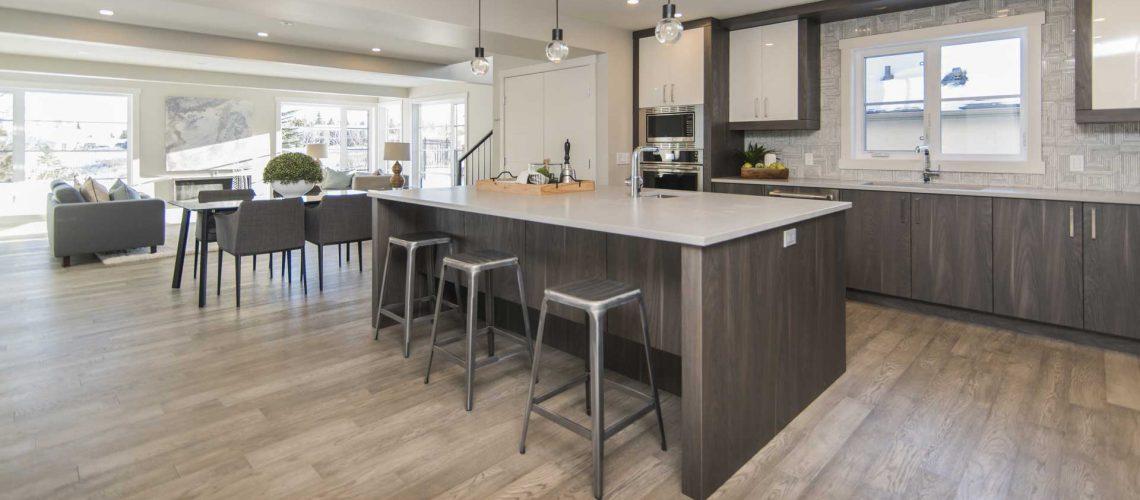 hermosa-cocina-piso-mesa-madera